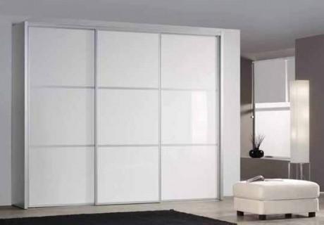 armario de puertas correderas estilo japons en cuerpos puertas frente de puertas de cristal lacobel en blanco perfil marco de aluminio