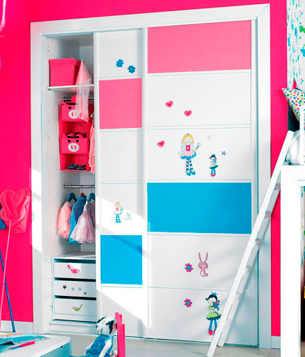 Inmeblock renovar un armario empotrado for Papel pintado para puertas de armario