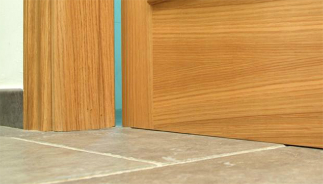 Cómo solucionar pequeños roces en una puerta de madera